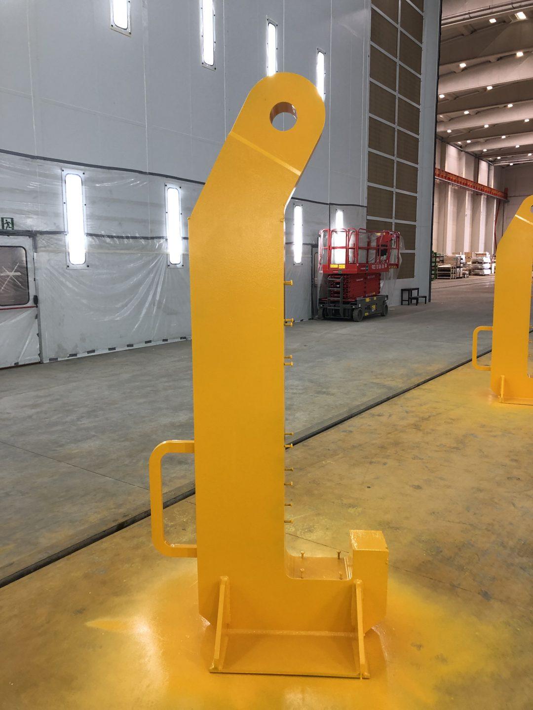 Gancho J para elevación de torres eólicas con capacidad de elevación 150 toneladas.